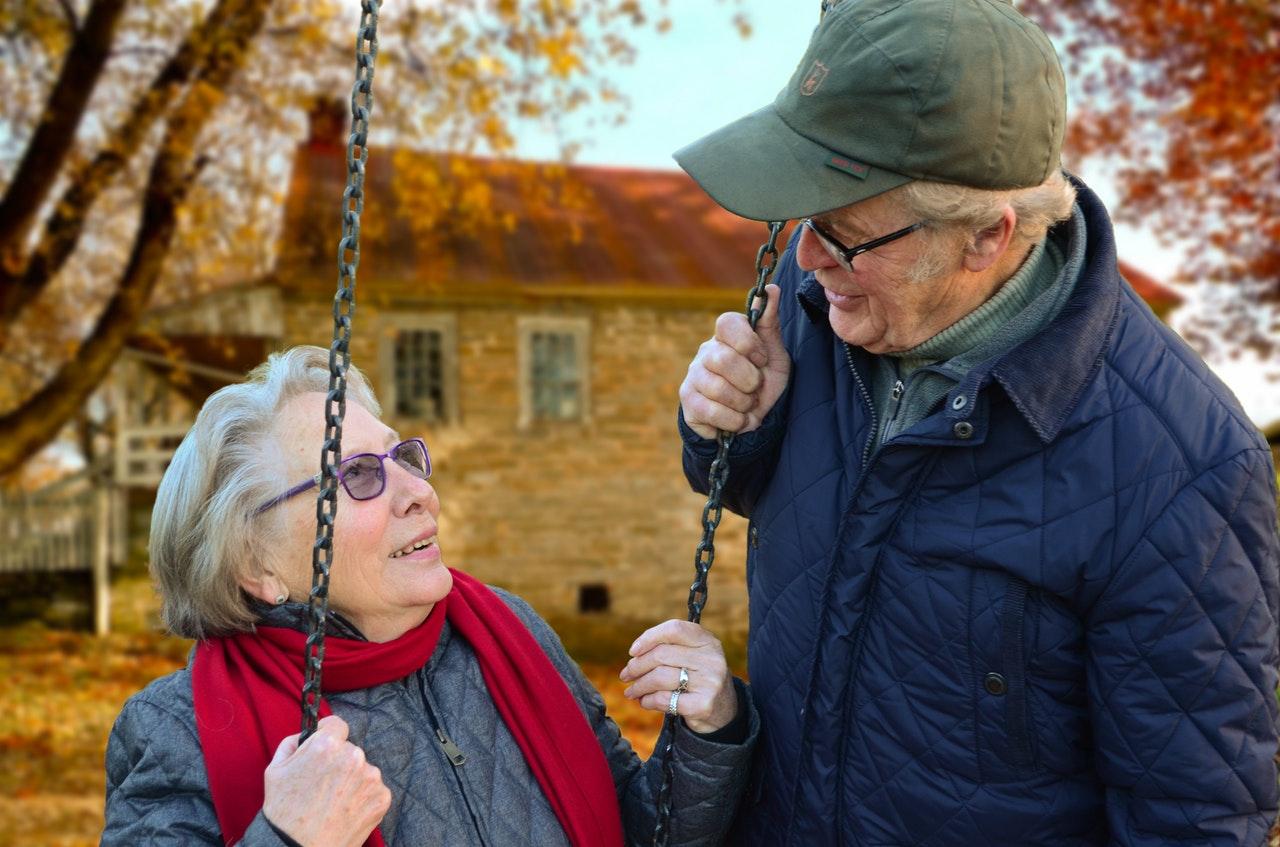 Qual a importância do aparelho auditivo para idosos?