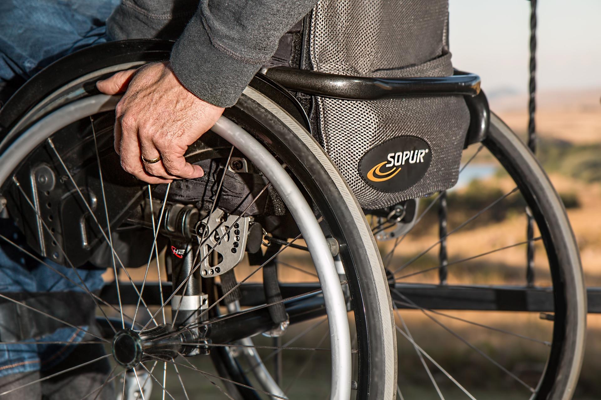 Comprar ou alugar cadeira de rodas? Vantagens e desvantagens