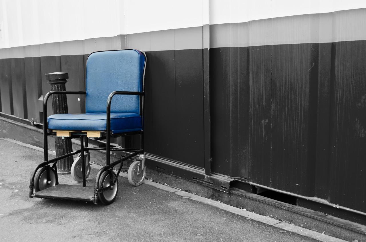 Equipamentos e serviços para pessoas debilitadas