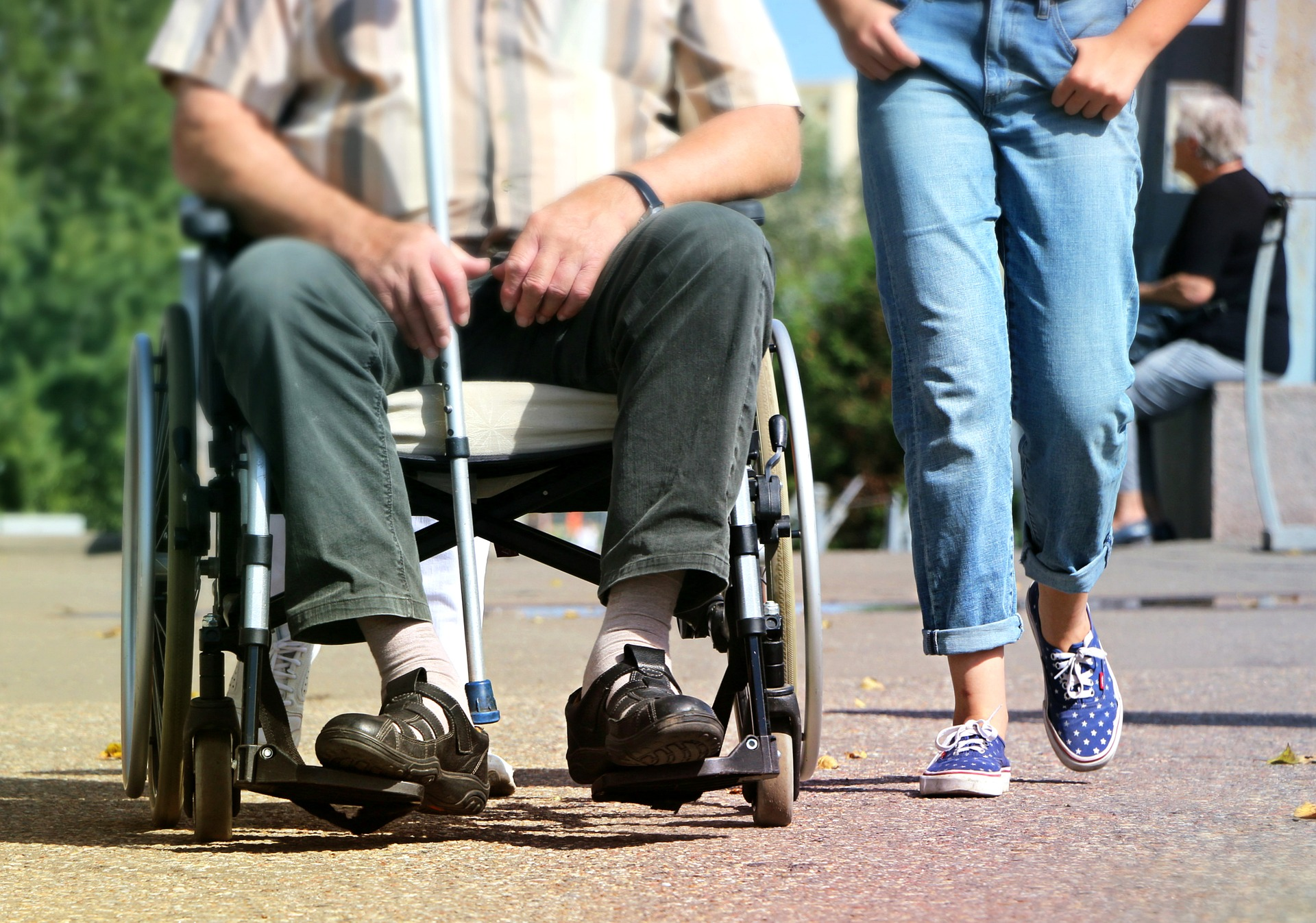 Cadeiras de rodas: entenda como comprar e fazer a manutenção dos diferentes tipos