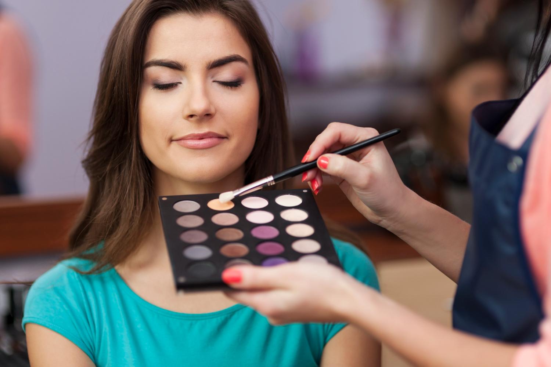 Como evitar erros nas maquiagens de seus clientes?