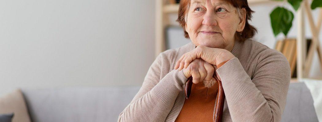 Como funciona a rotina de um cuidador de idosos